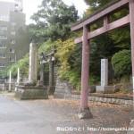 品川神社の鳥居前(第一京浜国道側)