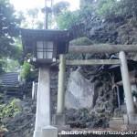 品川神社の富士塚の一合目登山口