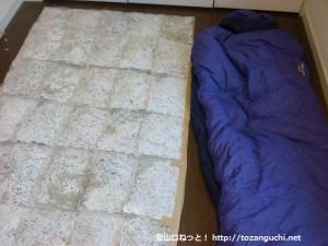 シュレッダーゴミ寝袋と普通の寝袋