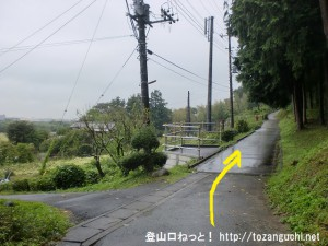 滝山城跡(滝山丘陵ハイキングコース入口(西側))の入口の手前