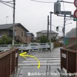 JR東秋留駅から滝山城跡に行く途中に架かる東秋川橋を渡ったらすぐに左折
