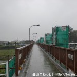 JR東秋留駅から滝山城跡に行く途中に架かる東秋川橋を渡る