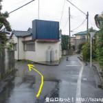 JR東秋留駅から滝山城跡に行く途中で都道7号線に出合った先の分岐