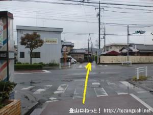 JR東秋留駅から滝山城跡に行く途中で都道7号線に出合う所の交差点