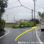 JR東秋留駅から滝山城跡に行く途中の住宅街の路地3