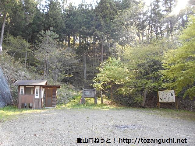 大桁やすらぎの森の駐車場とトイレ