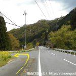 坂本バス停のすぐ下のT字路を左に入る