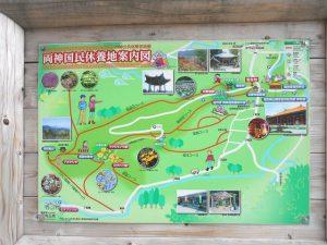 四阿屋山の薬師堂側の登山口に設置されている両神国民休養地のハイキングコース案内板