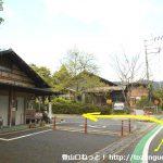 贄川宿の公衆トイレ前を左折