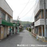 秩父鉄道の野上駅前の車道