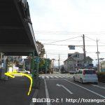 太田駅北口の東和銀行の角を左折