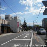 新桐生駅前の車道を東に進む