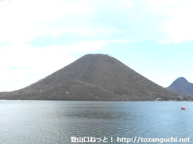 榛名湖から見る榛名富士