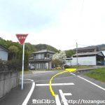 小野上駅から十二ヶ岳登山口に行く途中で広めの車道に出るところ