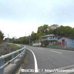 小野上駅から十二ヶ岳登山口に行く途中で左カーブの橋を渡るところ