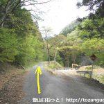十二ヶ岳登山口の手前の林道