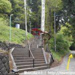 子持神社の参道入口前