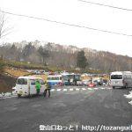 鳩待峠の駐車場とバス待合所