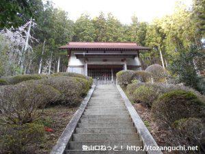 御園富士の登山口となる東栄町真地の熊野神社