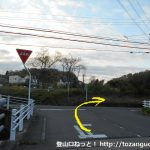 善師野駅ロータリー前から県道に出るところ