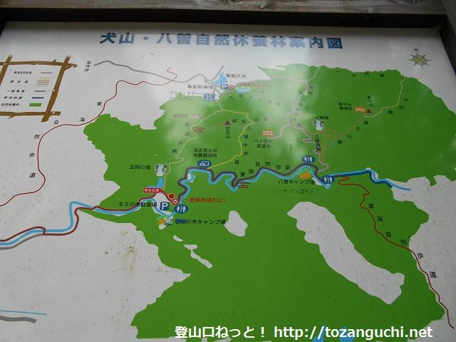 もみの木駐車場(八曽モミの木キャンプ場)前に設置してある八曽山の登山道のコースマップ
