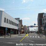 高蔵寺駅南口前の車道を直進