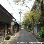 定光寺駅の下の路地