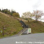 王滝渓谷の駐車場奥にある梟ヶ城跡の登り口