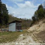 黍生の足助追分側の登山口の手前の小屋のところ