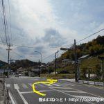 国道153号線沿いの神明社の前で右に入る