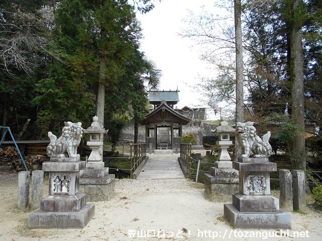 黍生の足助大橋側の登山口にある神明社