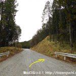 鷹ノ巣山(段戸山)の駒ヶ原林道登山口(段戸山登山口)前