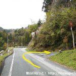 平山明神山の大神田登山口に行く途中の鋭角に曲がるところ