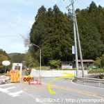 国道257号線の清崎バス停横の辻を右に入る