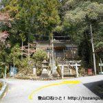 塩津温泉の諏訪神社の鳥居前