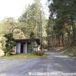 塩津登山口の駐車場とトイレ