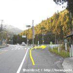 滝上バス停横の信号を右折して県道32号線に進む