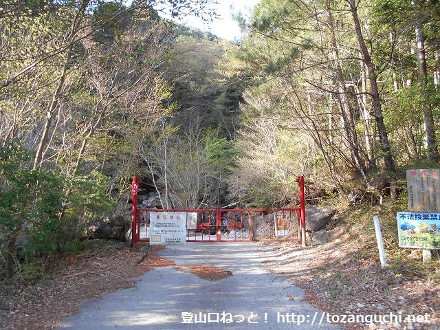 棚山林道の終点ゲート