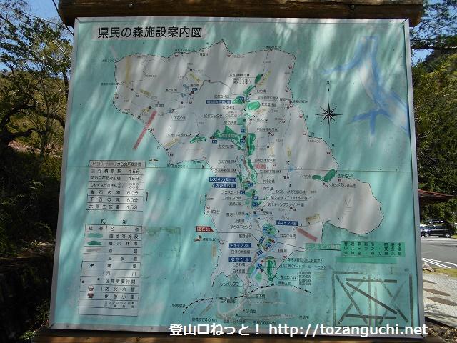 県民の森(モリトピア)に設置してあるハイキングコースの案内板