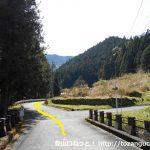 三ツ瀬明神山の三ツ瀬登山口の手前のT字路