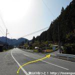 国道473号線沿いの東栄町の三ツ井地区から槻神社に向かうところ