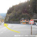 布川バス停前の国道151号線を飯田方面に進む