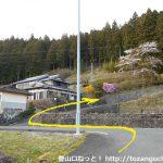 東栄町の真地地区の熊野神社への登り口