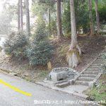 御園富士の登山口となる熊野神社の参道入口前