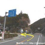茶臼山口バス停前のT字路から県道506号線に入るところ