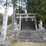 白鳥神社の参道入口にある鳥居