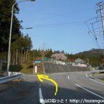 県道80号線から林道名倉津具線に入るところ