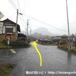 青木バスターミナルから子檀嶺岳の村松西洞コースに向かう途中の分岐
