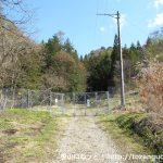 独鈷山の登山道入口に設置されている防獣ゲート