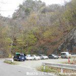 県道45号線の旧道にある天狗岩登山口の登山者用駐車場
